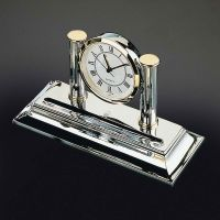 Uhr mit Stiftablage - verchromt