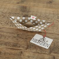"Papierbootkarte ""Von Herzen"""